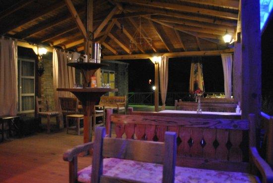 Onur Motel: Outdoor dining area