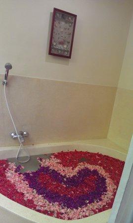 Putu Bali Villa and Spa : The bath tub