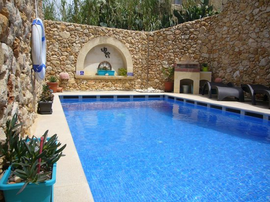 Gozo Hills Bed and Breakfast: Pool area