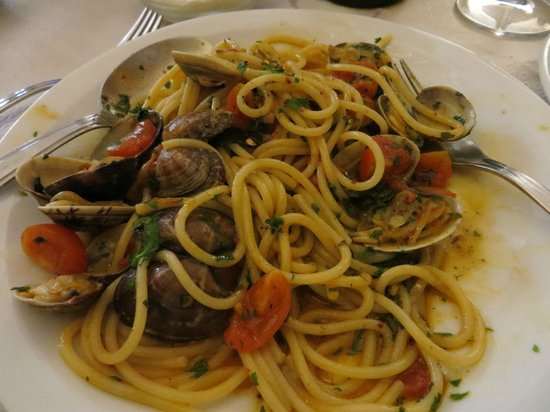 Le Volpi E L'Uva: spaghetti with clams