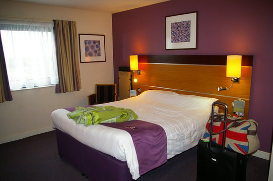 Ma chambre picture of premier inn dublin airport hotel for Chambre airport