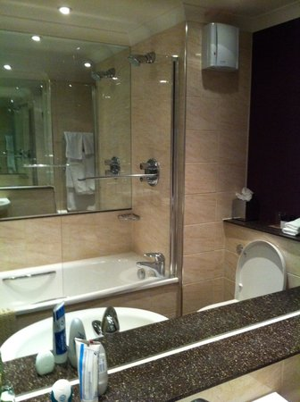 Billesley Manor Hotel: Lovely bathroom