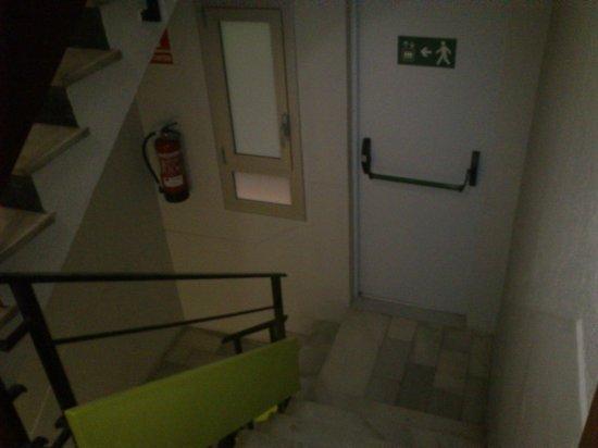 Apartamentos Madanis: escaleras