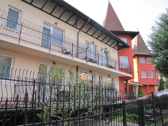 Szonyi Hotel: The hotel (view outside)
