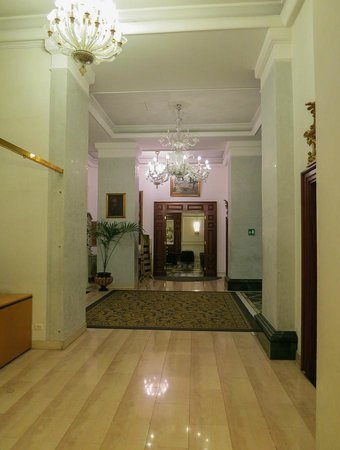 Hotel Savoy: Part of the Lobby