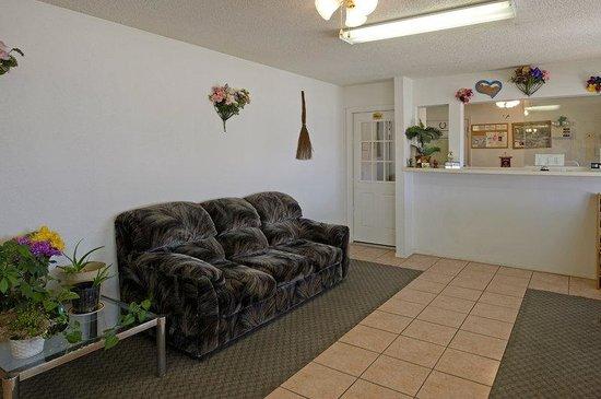 Regency Inn: Lobby 2