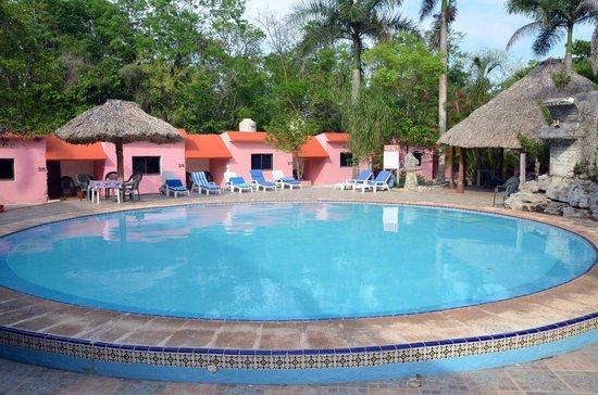 Hotel Dolores Alba Chichen: Accommodations and pool