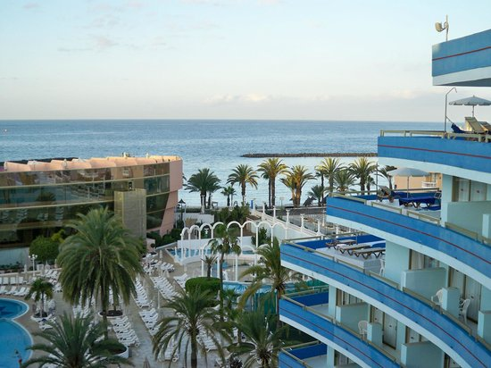 Mediterranean Palace Hotel: View over sea from balcony