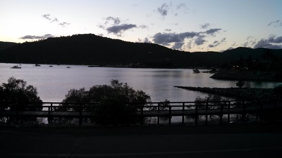 Airlie Waterfront Bed and Breakfast: sunrise