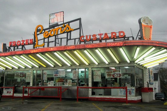 Leon's Frozen Custard Drive-in : Not many places like this left.