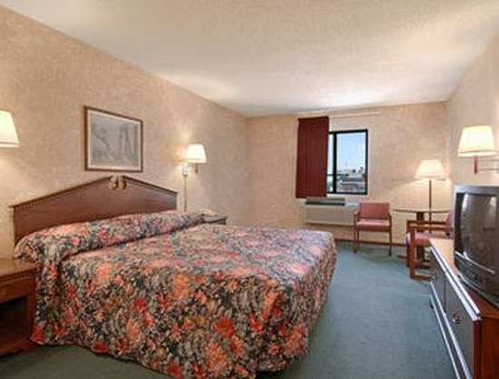 Days Inn Salina I-70: Standard King Bed Room