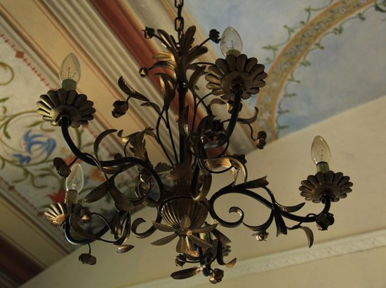 Conte Biancamano Hotel : lampadario camera