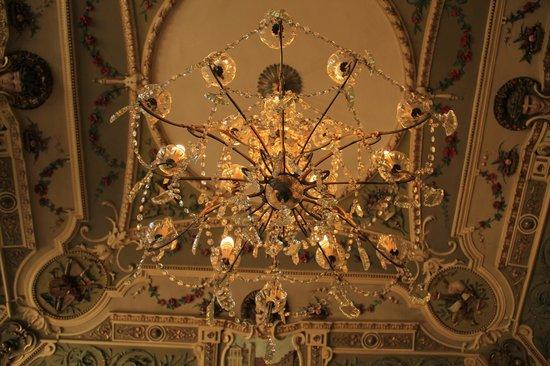 Conte Biancamano Hotel : lampadario della hall