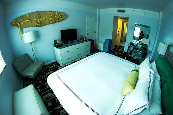 Kimpton Surfcomber Hotel: Room 32 something