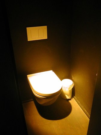 Hotel O  Kathedral : kleines, separates WC