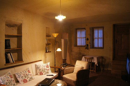Esbelli Evi Cave Hotel: living