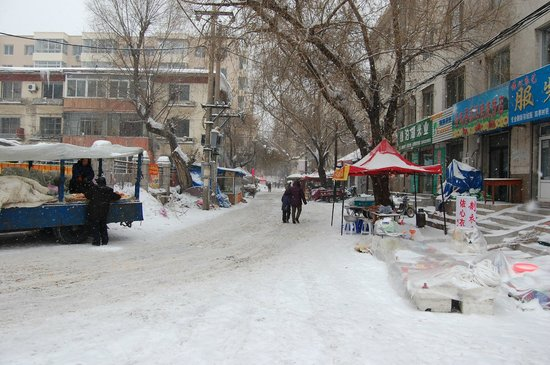 Jilin, China: Street Scene in Winter (Near Confucious Temple)