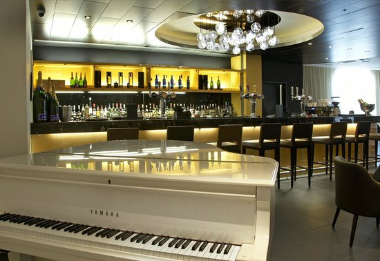 The Metropole Lounge: Live music every Friday & Saturday