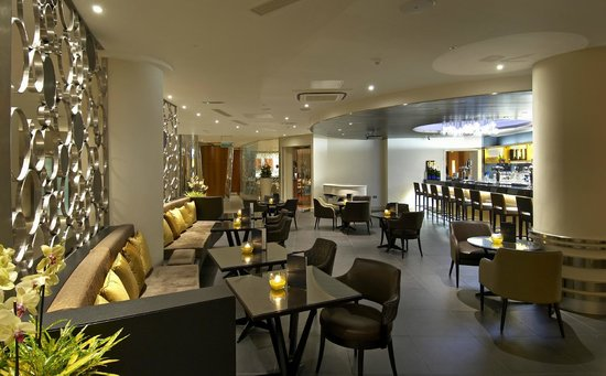 The Metropole Lounge: Main bar area