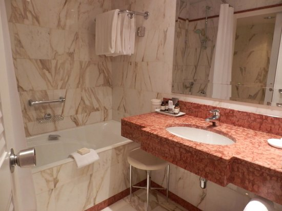 Fairmont Monte Carlo: Bathroom