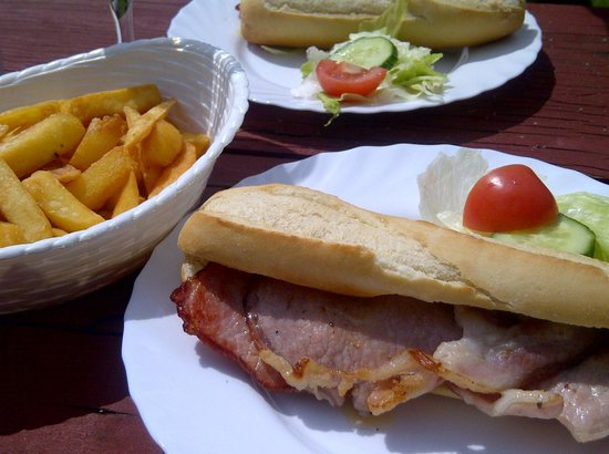 Cross Keys Inn: Back bacon roll