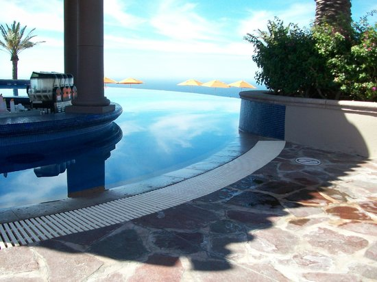 Pueblo Bonito Sunset Beach Golf & Spa Resort: The other end of the Sky Pool