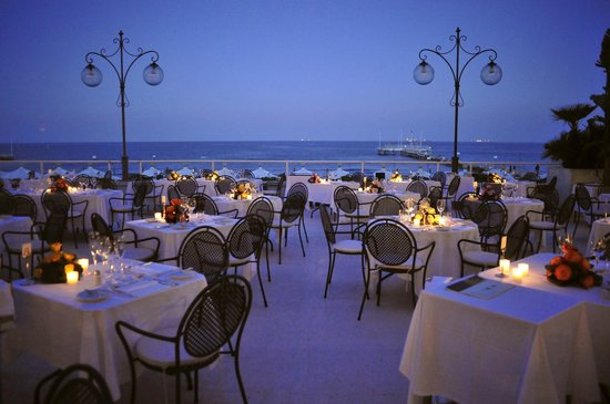 Tropicana Restaurant & Terrace : Ristorante Tropicana - outdoor terrace with scenic view over the Adriatic sea