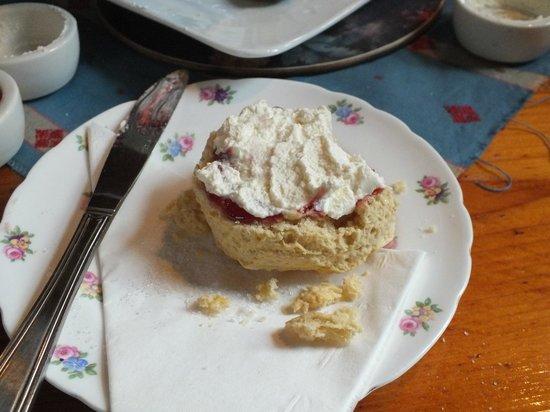 Brig o' Turk Tearoom and Restaurant: Scone with jam & cream