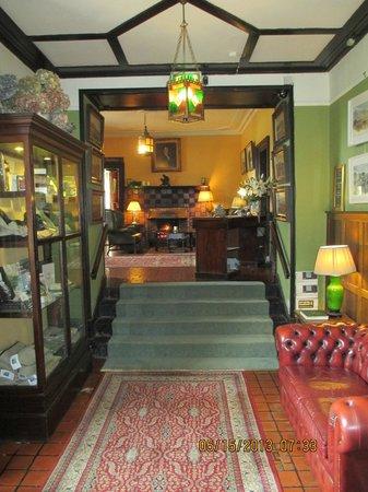 Ballynahinch Castle Hotel: Lobby Hallway