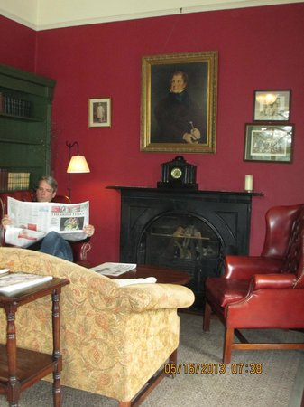 Ballynahinch Castle Hotel: The Library
