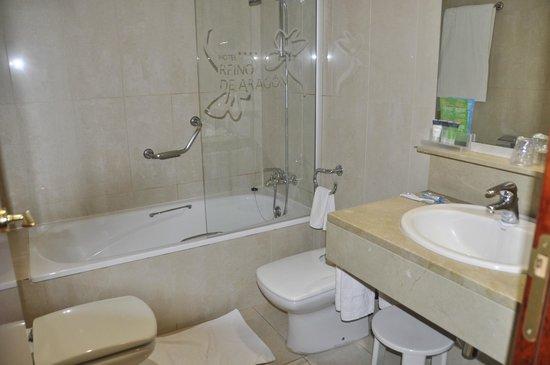 Silken Reino de Aragon Hotel: Salle de bains