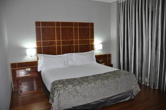 Silken Reino de Aragon Hotel: Chambre 208