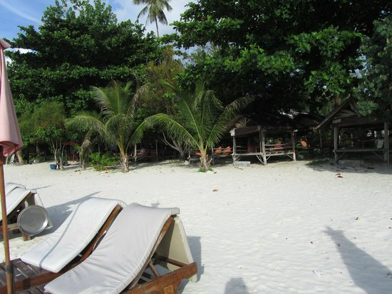 Muang Kulaypan Hotel: The beach