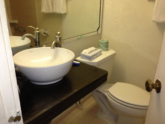 Hotel Corpus Christi Bayfront: Very nice bathroom renovations