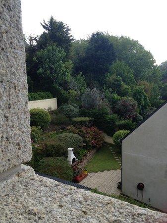 Hotel de la Corniche : View of the garden