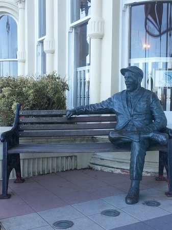 Sefton Hotel: Although not from the Isle of Man, the English actor/comedian, Norman Wisdom, retired to the isl