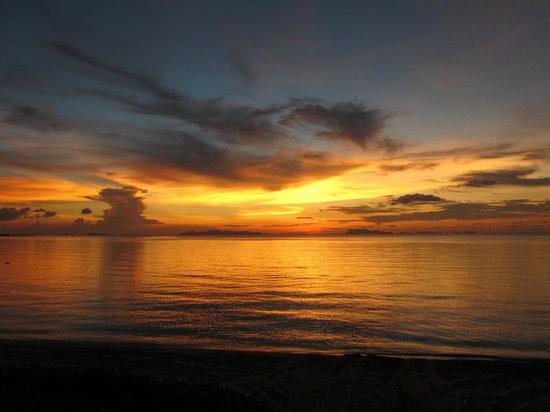 The Lipa Lovely Beach Resort: sunset