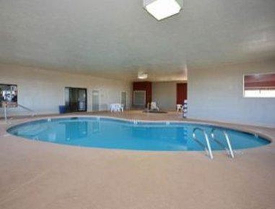 Howard Johnson Holbrook: Pool