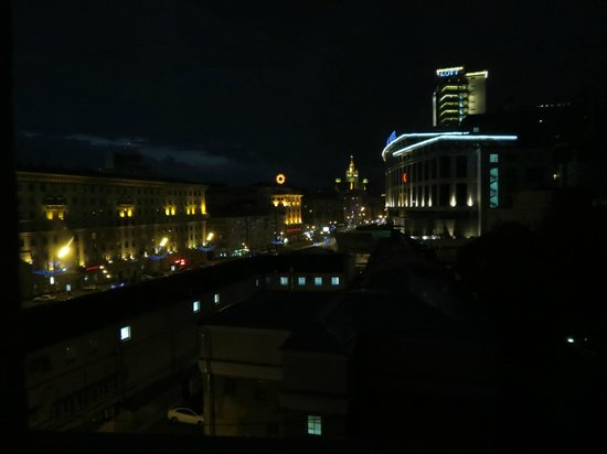 Mercure Arbat Moscow: Vue de la chambre au 6ème étage de nuit