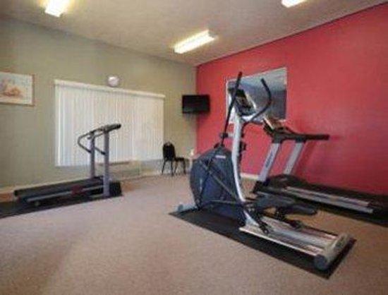 Howard Johnson Holbrook: Fitness Center