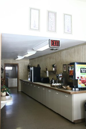 Interior Inn and Executive Suites: Area where breakfast is in the mornings