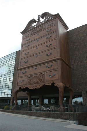 Jamestown, NC: World's Largest Highboy Dresser