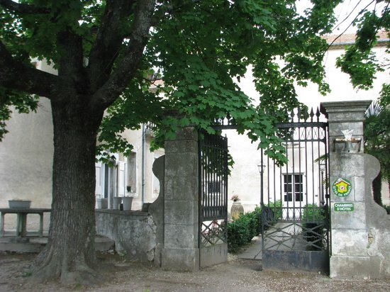 Auberge de la Pousaranque : l'extérieur