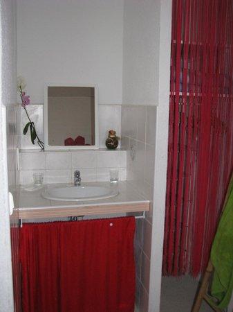 Auberge de la Pousaranque : côté salle de bain