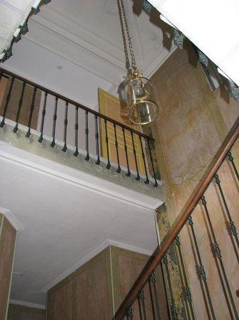 Auberge de la Pousaranque: escalier