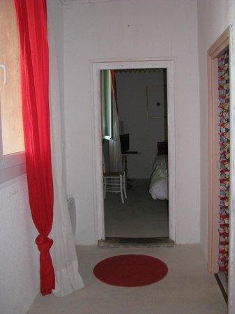 Auberge de la Pousaranque: entrée chambre