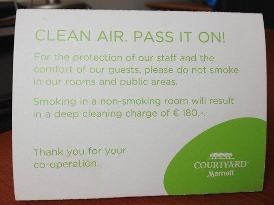 Courtyard Brussels : Smoking Fine