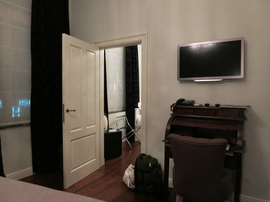 Boutique Hotel Caelus VII : Room nr 5 - there are actually 2 rooms in it + huge bathroom!