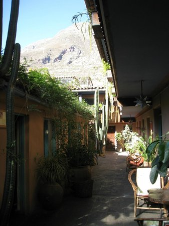 Pisac Inn: Inner courtyard, a magical place for delicious coffee and a wonderful breakfast!