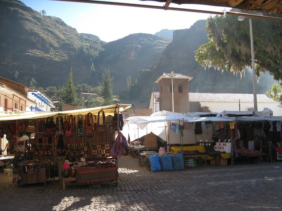Pisac Inn: View of the marketplace from the upstairs balcony